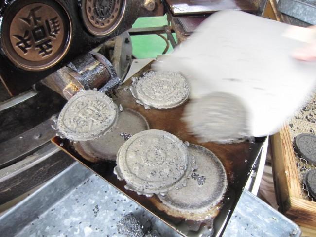 最近は、竹炭入りが人気あります。